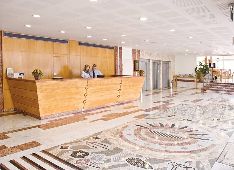 מלון גרנד ביץ' תל אביב לובי