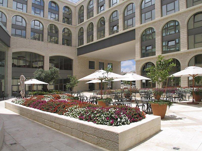 גרנד קורט ירושלים- גן חיצוני