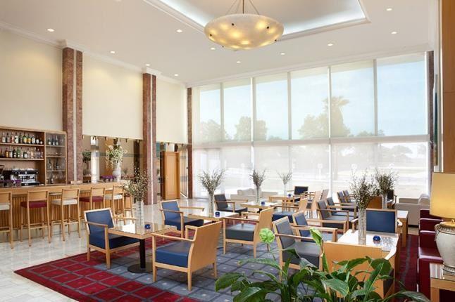 מלון גרנד ביץ' תל אביב חדרים איזור ישיבה